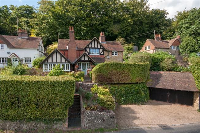 Guide Price £799,950, 3 Bedroom Detached House For Sale in Surrey, RH5