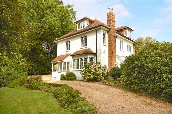 Guide Price £1,350,000, 4 Bedroom Detached House For Sale in Ockley, RH5