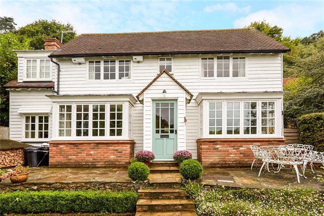Guide Price £585,000, 3 Bedroom Detached House For Sale in Holmbury St. Mary, RH5