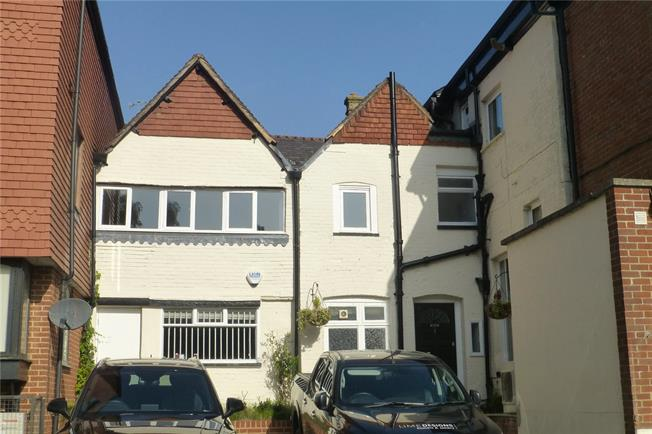 Guide Price £199,000, 1 Bedroom Flat For Sale in Surrey, RH4