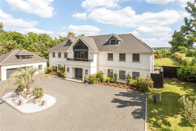 Guide Price £2,550,000, 6 Bedroom Detached House For Sale in Fetcham, KT22