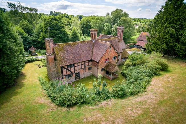 Guide Price £1,100,000, 5 Bedroom Detached House For Sale in Abinger Hammer, RH5