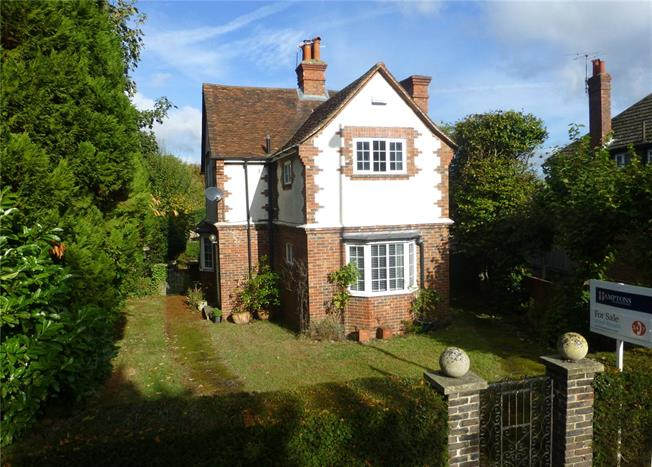 Guide Price £665,000, 3 Bedroom Detached House For Sale in Dorking, RH4