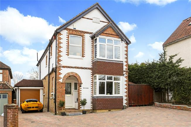Guide Price £865,000, 4 Bedroom Detached House For Sale in Dorking, RH4