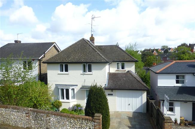 Guide Price £740,000, 3 Bedroom Detached House For Sale in Dorking, RH4