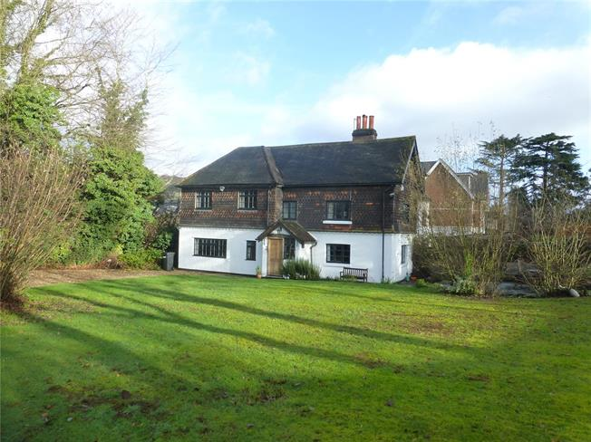 Guide Price £775,000, 4 Bedroom House For Sale in Dorking, RH4