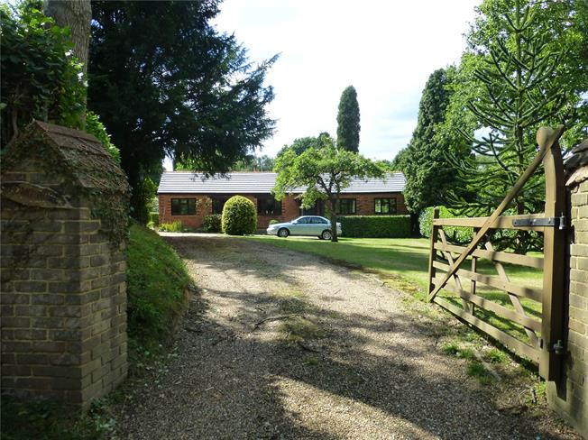 Guide Price £710,000, 4 Bedroom Bungalow For Sale in Beare Green, RH5