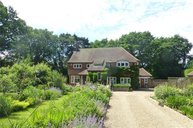 Guide Price £1,150,000, 4 Bedroom House For Sale in Abinger Hammer, RH5