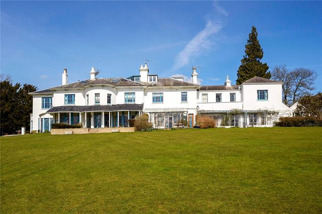 Guide Price £900,000, 5 Bedroom Town House For Sale in Tadworth, Surrey, KT20