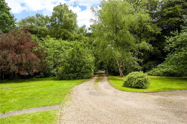Guide Price £850,000, 4 Bedroom Bungalow For Sale in Newdigate, RH5