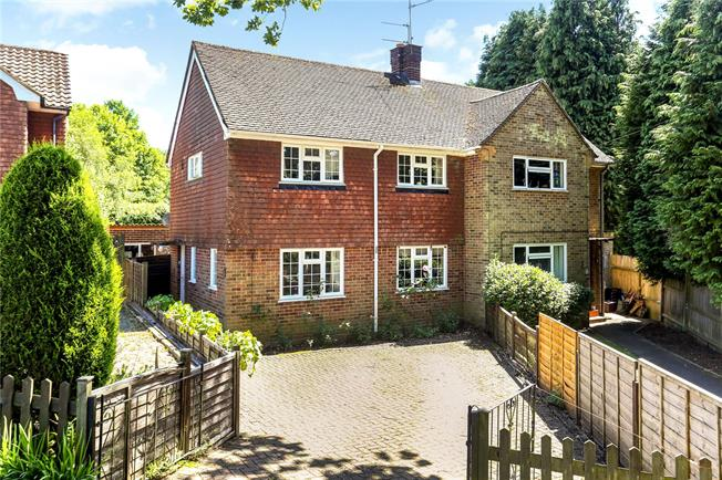 Guide Price £389,950, 2 Bedroom Semi Detached House For Sale in Abinger Common, RH5