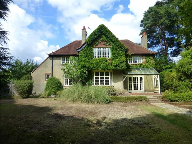 Guide Price £950,000, 4 Bedroom Detached House For Sale in Dorking, RH5