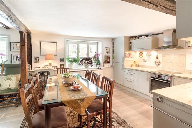 Guide Price £500,000, 4 Bedroom Flat For Sale in Dorking, Surrey, RH4