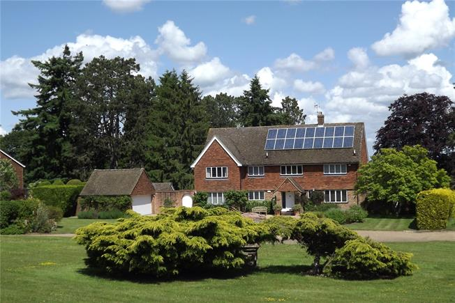 Guide Price £1,300,000, 5 Bedroom Detached House For Sale in Holmwood, RH5