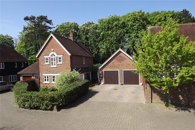 Guide Price £550,000, 3 Bedroom Detached House For Sale in Dorking, Surrey, RH5