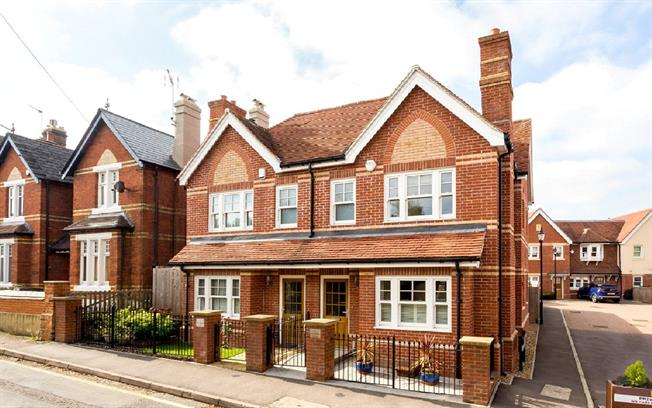 Guide Price £675,000, 4 Bedroom Semi Detached House For Sale in Dorking, Surrey, RH4