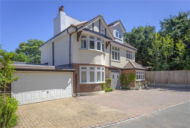 Guide Price £1,200,000, 5 Bedroom Detached House For Sale in Dorking, RH5