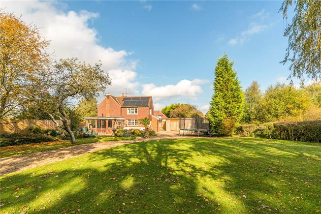 Guide Price £695,000, 3 Bedroom Detached House For Sale in Newdigate, RH5