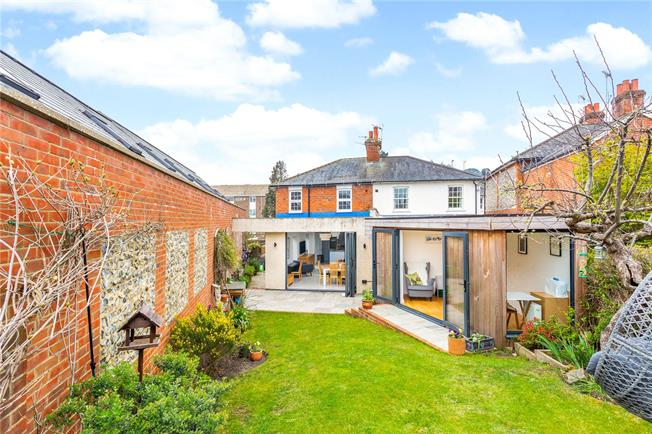 Guide Price £650,000, 3 Bedroom Semi Detached House For Sale in Dorking, RH4