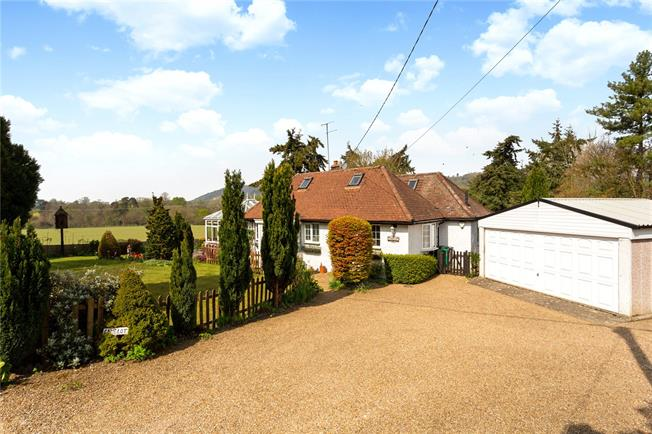 Guide Price £825,000, 3 Bedroom Bungalow For Sale in Betchworth, Surrey, RH3