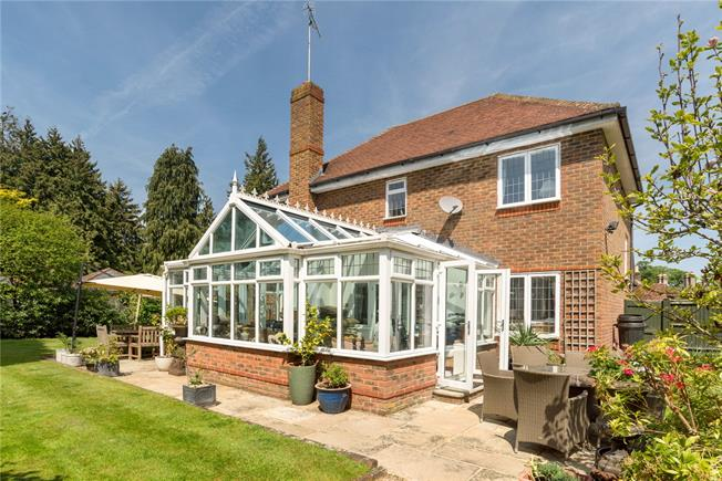 Guide Price £945,000, 4 Bedroom Detached House For Sale in Dorking, Surrey, RH5