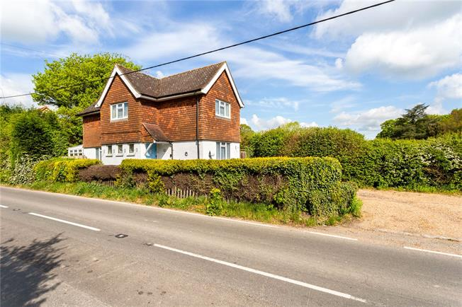 Guide Price £485,000, 3 Bedroom Detached House For Sale in Dorking, Surrey, RH5