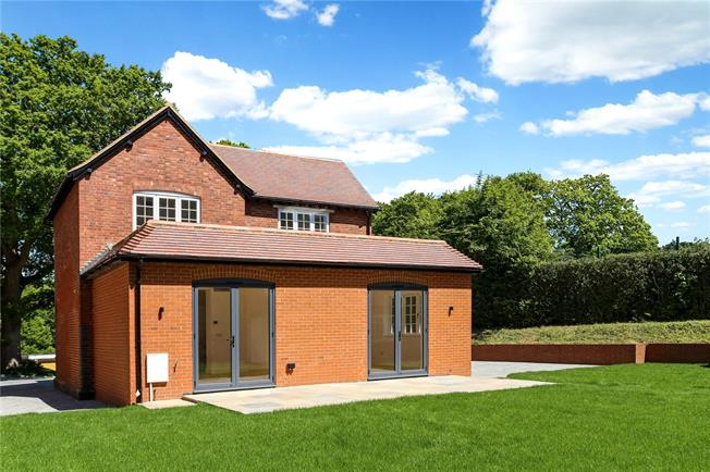 Guide Price £825,000, 4 Bedroom Detached House For Sale in Dorking, Surrey, RH4