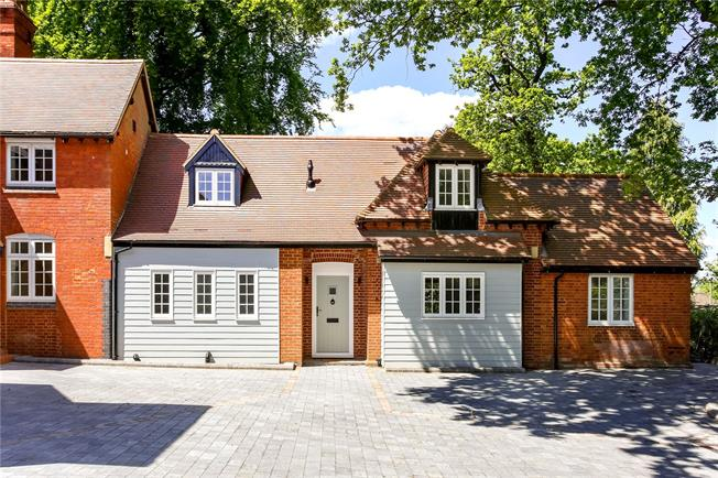 Guide Price £695,000, 3 Bedroom Semi Detached House For Sale in Dorking, Surrey, RH4