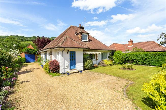 Guide Price £950,000, 3 Bedroom Bungalow For Sale in Surrey, RH4