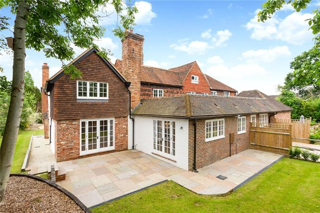 Guide Price £750,000, 3 Bedroom End of Terrace House For Sale in Ockley, Dorking, RH5