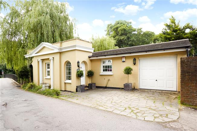 Guide Price £685,000, 2 Bedroom Bungalow For Sale in Surrey, KT22