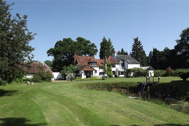 Guide Price £1,195,000, 5 Bedroom Detached House For Sale in Charlwood, RH6
