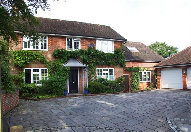 Guide Price £1,100,000, 4 Bedroom Detached House For Sale in Surrey, RH4