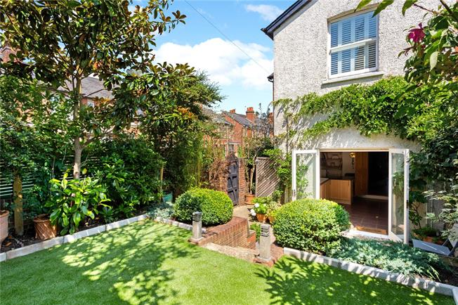Guide Price £725,000, 4 Bedroom Semi Detached House For Sale in Dorking, RH4