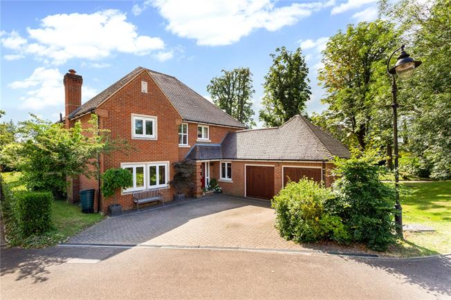 Guide Price £875,000, 5 Bedroom Detached House For Sale in Dorking, RH4