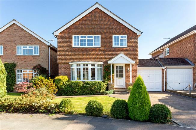 Guide Price £560,000, 4 Bedroom Detached House For Sale in Dorking, Surrey, RH5