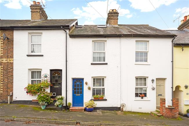 Guide Price £385,000, 3 Bedroom Terraced House For Sale in Surrey, RH4