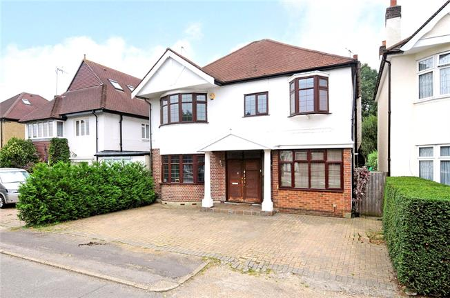 Guide Price £900,000, 4 Bedroom Detached House For Sale in Surrey, KT7
