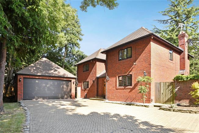 Guide Price £1,350,000, 4 Bedroom Detached House For Sale in Claygate, KT10