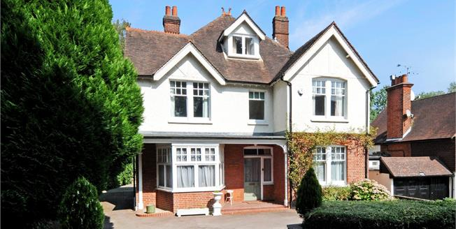 Guide Price £1,595,000, 6 Bedroom Detached House For Sale in Esher, KT10