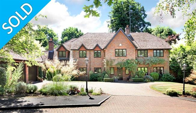 Guide Price £1,950,000, 5 Bedroom Detached House For Sale in Oxshott, KT22