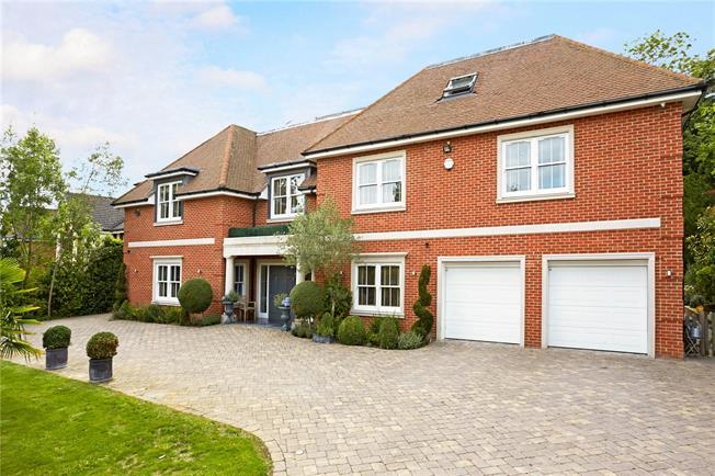 Asking Price £2,500,000, 7 Bedroom Detached House For Sale in Oxshott, KT22