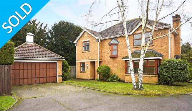 Guide Price £950,000, 4 Bedroom Detached House For Sale in Surrey, KT11