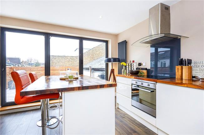 Guide Price £500,000, 2 Bedroom Flat For Sale in Thames Ditton, KT7