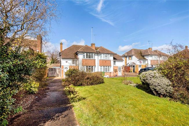 Asking Price £725,000, 3 Bedroom Semi Detached House For Sale in Esher, KT10