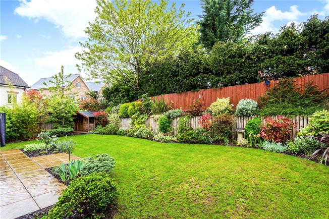 Offers in excess of £1,000,000, 5 Bedroom Detached House For Sale in Oxshott, KT22