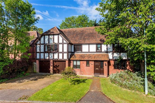 Guide Price £1,295,000, 5 Bedroom Detached House For Sale in Surrey, KT10