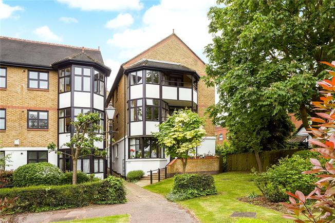 Offers in excess of £350,000, 2 Bedroom Flat For Sale in Esher, Surrey, KT10