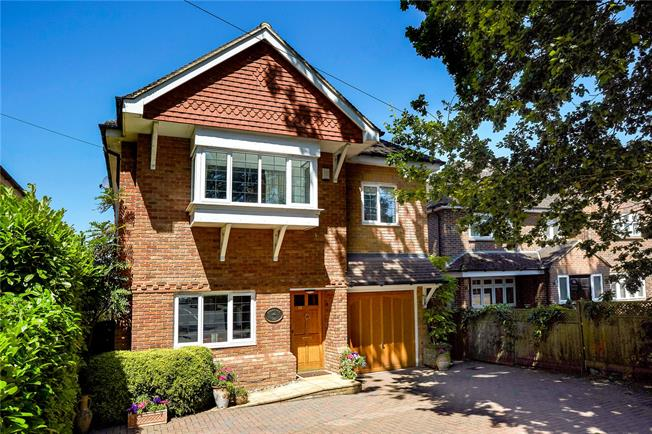 Asking Price £1,150,000, 5 Bedroom Detached House For Sale in Claygate, KT10
