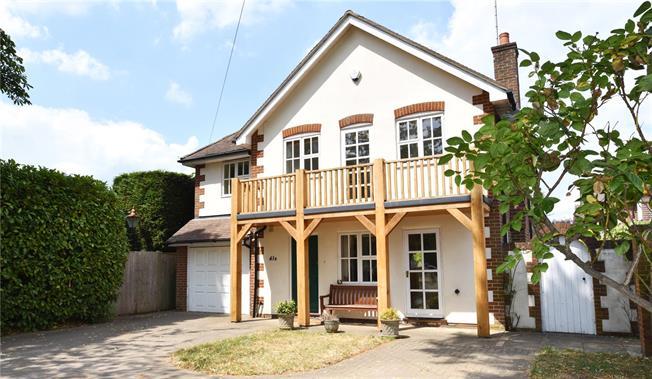 Guide Price £1,000,000, 4 Bedroom Detached House For Sale in Esher, KT10